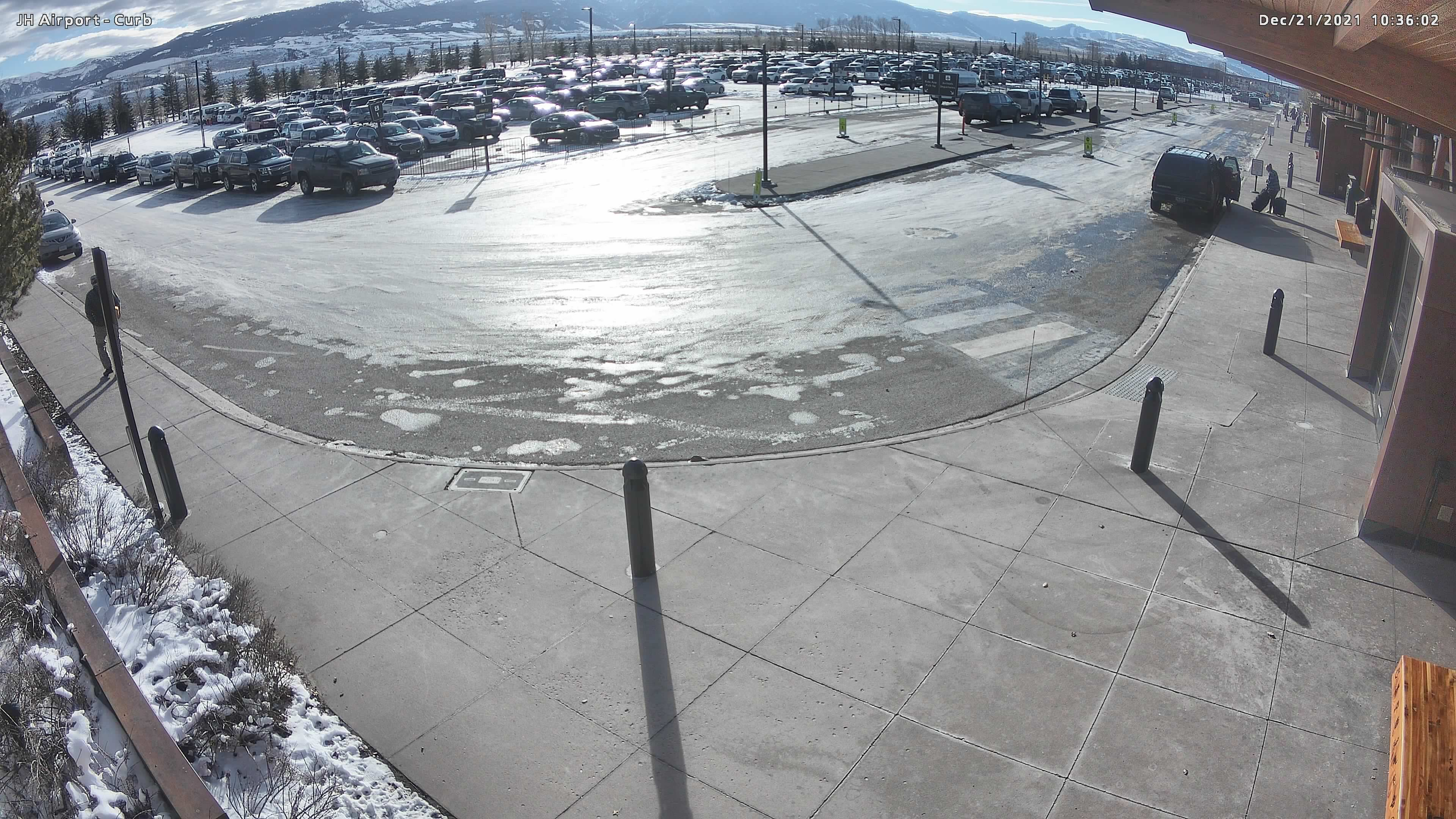 Jackson Hole Airport Webcam - Curb Pickup Area